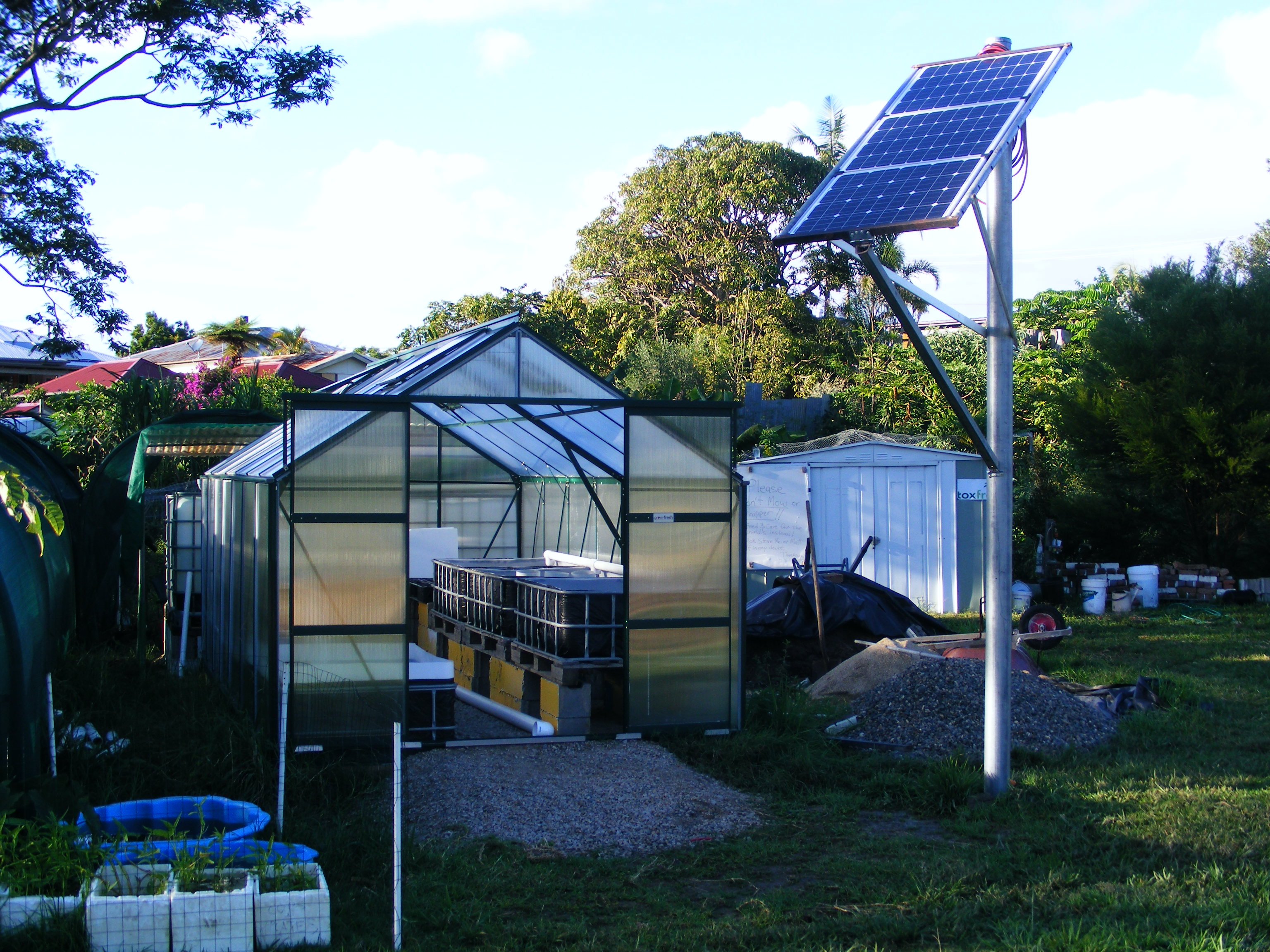 Backyard Nursery System : Solar powered aquaponics system  Coffs Regional Community Gardens